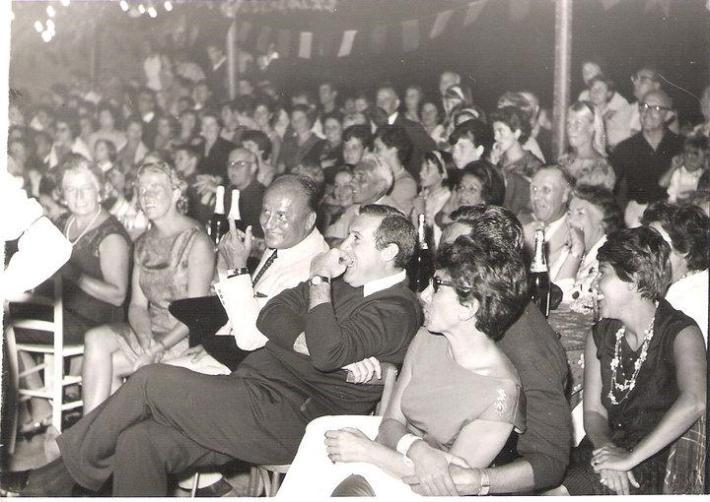 a1963 Poggio Festa in Piazza del Castagneto – Pierre Balmain e Romolo Valli